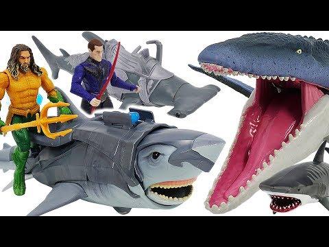 Aquaman, Vulkos Warrior, Hammerhead Shark VS Jurassic World dinosaur Mosasaurus! #DuDuPopTOY