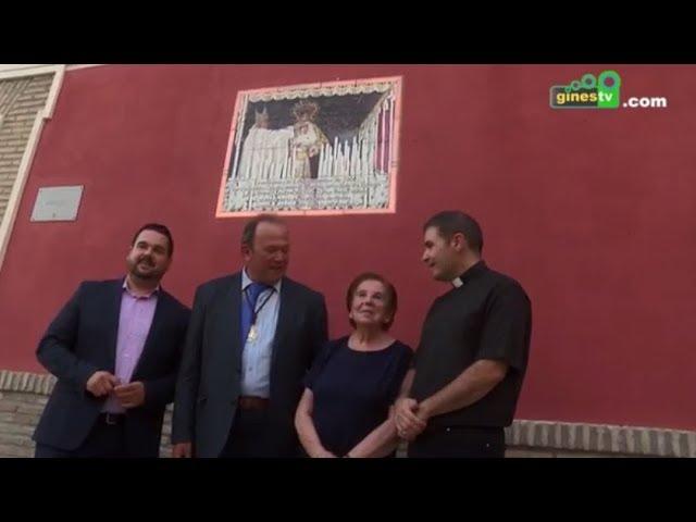 Un azulejo recuerda en la Plaza de España la Coronación Canónica de Nuestra Señora de los Dolores