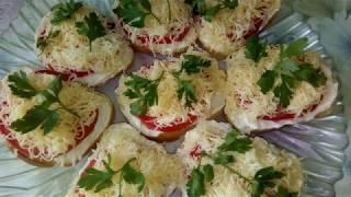 Праздничные бутерброды)Помидоры, сыр!