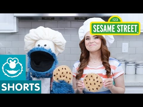 Thumbnail: Sesame Street: Rosanna Pansino and Cookie Make a Snack!