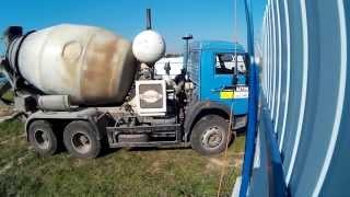 Заливка фундаментной ленты бетоном м350 (В25) с автобетоносмесителя(Вот и залил я с помощью друзей фундаментную ленту. Моя группа вконтакте https://vk.com/club113368806 #заливкафундамента..., 2015-09-22T06:57:49.000Z)