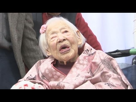 世界最高齢、大川さん祝福 117歳の誕生日前に Japanese woman receives early 117th birthday present