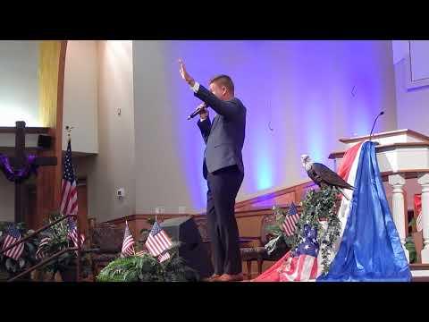 Joseph Habedank sings Here He Comes