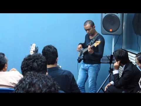 Bajistas: Instituto Canzion El Salvador, Hip E Jam por Carlos Dominguez