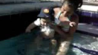 Zacharie Cloutier en la piscina, Hollywood, Florida.