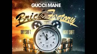 Gucci Mane Ft  Ola Playa & Young Thug   Standing On Stage Brick Factory Vol  2 Mixtape