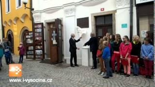 Pamětní desku Emanuelu Kodetovi odhalil v Pelhřimově jeho vnuk Kristian Kodet