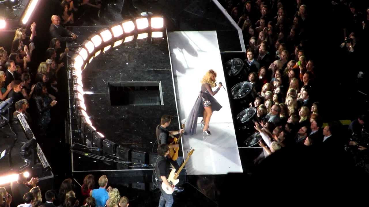 Download Carrie Underwood - Blown Away - CMA Awards