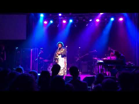 "Kamasi Washington ""Truth"" live..."