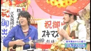 2010年。タモリさんのボンゴ演奏。 左手の空手チョップ式ミュート奏法が...