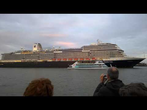 ms Koningsdam sounds her horn!