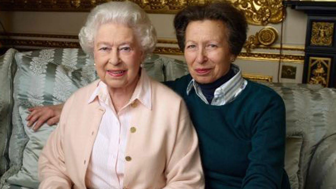 The Truth About Queen Elizabeth's Relationship With Her ...