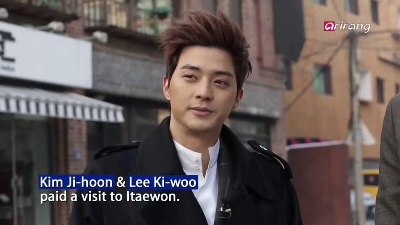 Showbiz Korea – HA JUNG-WOO HOLDS A SOLO ART EXHIBITION 하정우 개인전 개최 솔직한 시선-재치 넘치는 에너지 담아~