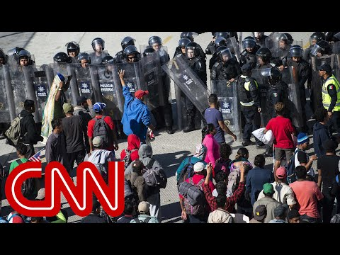 US closes San Ysidro crossing as migrants rush border