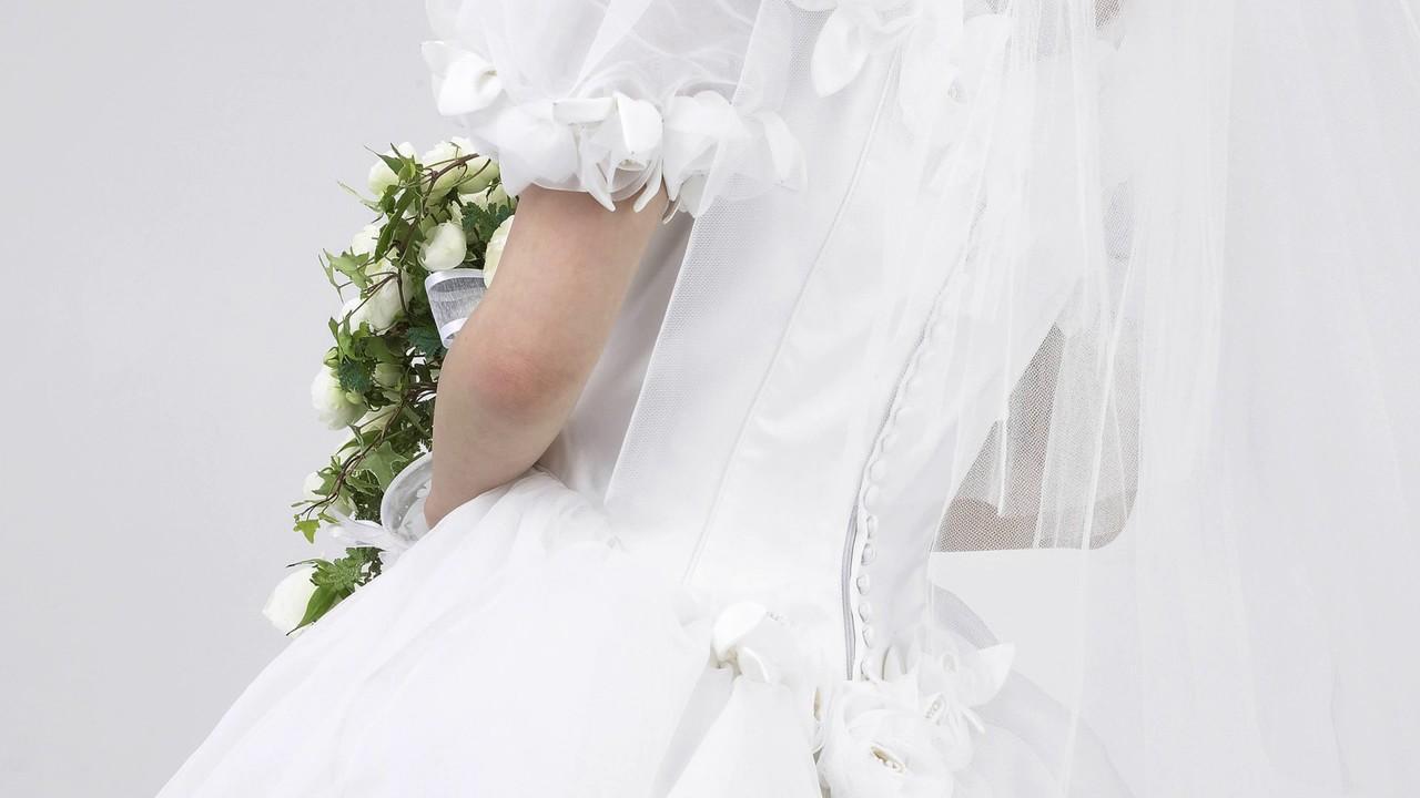 Большой выбор свадебных платьев разнообразных силуэтов – рыбки, прямые, а-силуэт, пышные. Низкие цены, ведущие производители, уникальный.