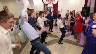 Танцевальный батл дружка и дружки на свадьбе