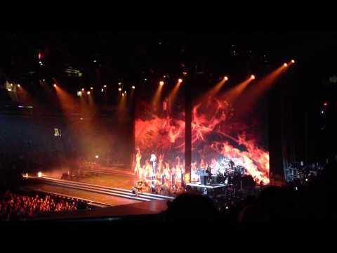 MDNA- Madonna on Rope