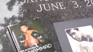 Kevin Grace visits the grave of Muhammad Ali in Louisville, KY