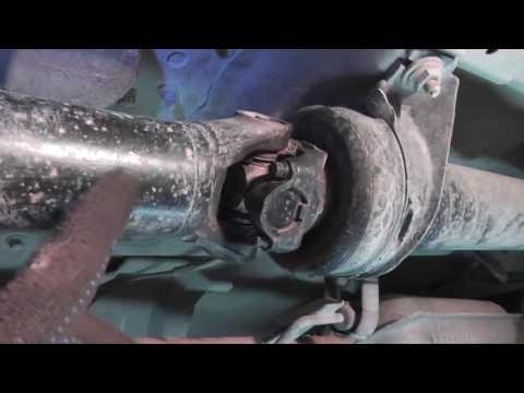 видео: Мазда Трибьют: ремонт и обслуживание - Замена крестовины кардана gmb gun-47 и заднего отбойника rbi
