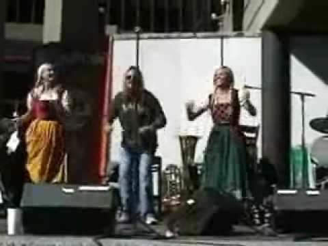 Randy McCarten - Motley Crue's Vince Neil Made Chicken Dance History