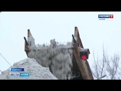 Алтайский край засыпало снегом: Барнаул встал в пробках