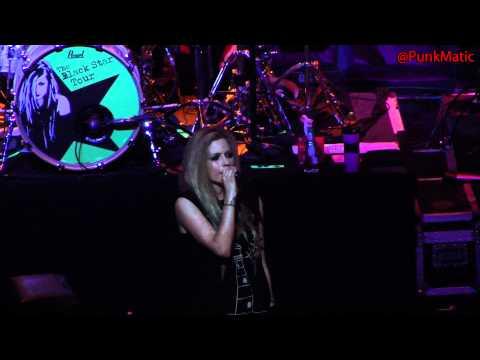 Avril Lavigne - Everybody Hurts - Live São Paulo Brasil 28-07-2011 HD by @PunkMatic