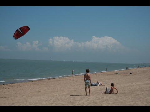 بلجيكيون يتحدون البرد القارس بالسباحة  - 12:55-2019 / 1 / 10