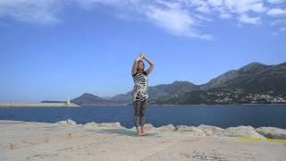 Yoginya Yolshina(c) Утренняя йога для начинающих. Сурья Намаскар и базовые положения.(Друзья, если вы хотите по утрам заниматься дома, но не знаете с чего начать, этот ролик для Вас! Занятие постр..., 2015-07-26T23:32:45.000Z)