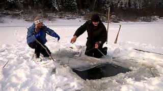 Судак на сети зимой. Winter fishing in Russia.