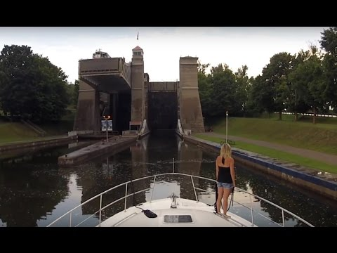 Boating Through Peterborough Lift Lock - Sit Back Sunday GoPro Cruise