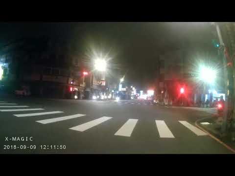 三寶闖紅燈還掉東西xD
