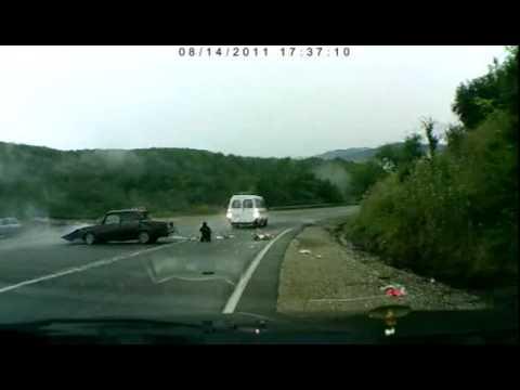 Tai nạn trên đường cao tốc, hai bố con thoát chết thần kỳ