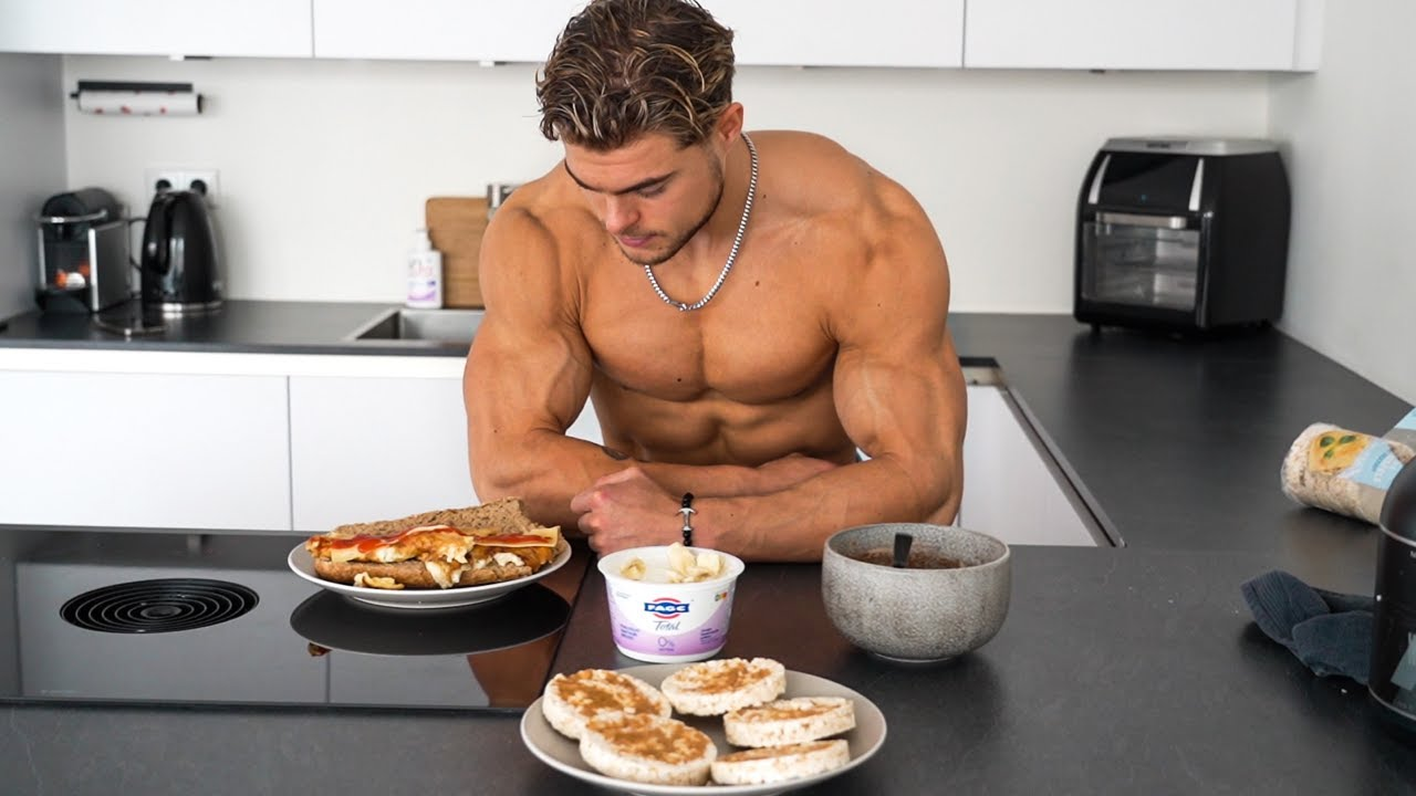 Download WHAT I ATE AS A TEEN IN THE MORNING TO BUILD MUSCLE   CHEAP BREAKFAST