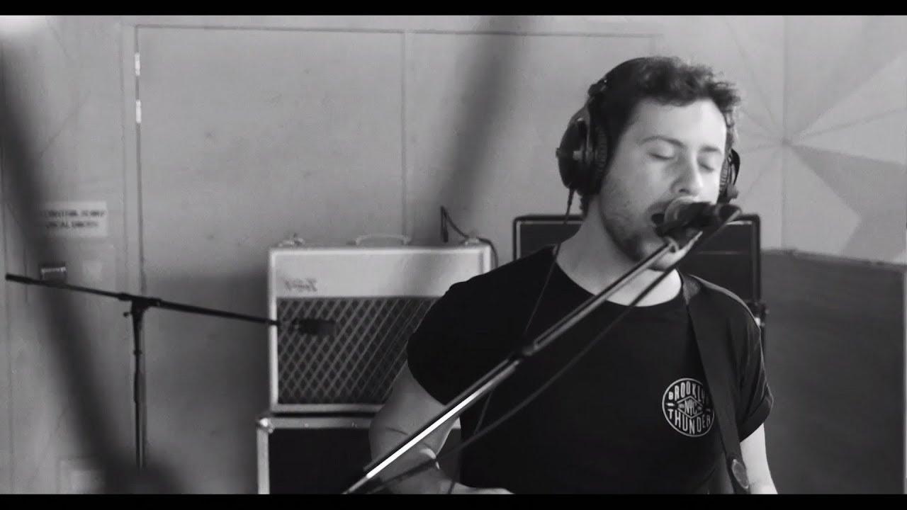 sons-lonely-boy-the-black-keys-cover-live-studio-brussel