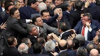 Türkei: Handgreiflichkeiten bei Abstimmung über Verfassungsreform zu Präsidialsystem