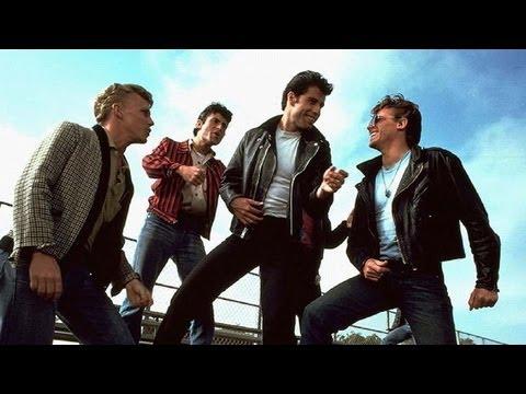 "Grease - Nos Tempos da Brilhantina - Clipe: ""Summer Nights"" (Tell me more, tell me more!)"