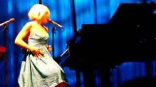 Tori Amos Chicago - She's Your Cocaine - 11-05-07 Remix