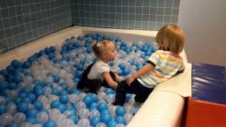 Детский бассейн с шариками Детские игры