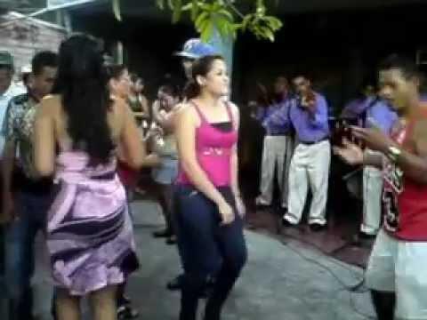 ALCIDEZ Y SU CHANCHONA ..RADIO CHAPARRASTIQUE .,EL TIMIDO...CAMARONCITO....NUVIA.MP4
