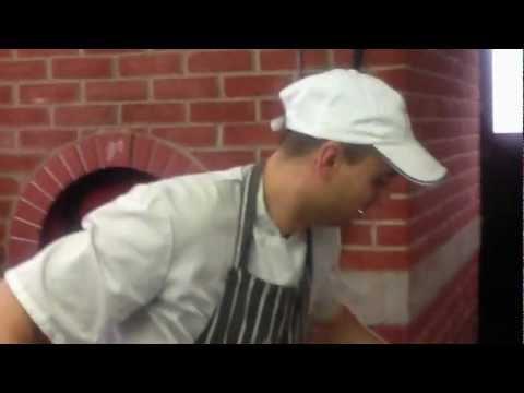 Pizzaiolo Tony UK in action
