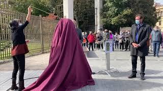 Valladolid rinde homenaje a Delibes con una escultura a tamaño real