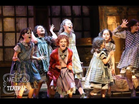 Annie, el musical: Puros palos dan (Showcase, 2015)