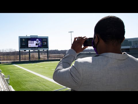 Xavier Woods Tours The TCO Performance Center and Inks His Deal | Minnesota Vikings