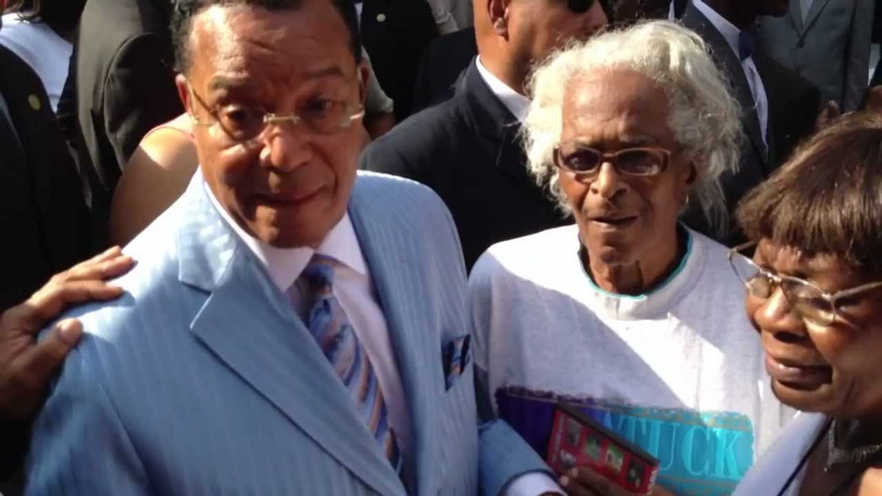 Minister Farrakhan Out In Chicago's West Side Community