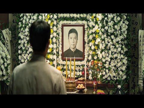 Брюс Ли на похоронах своего учителя Ип Мана | Ип Ман (2019)