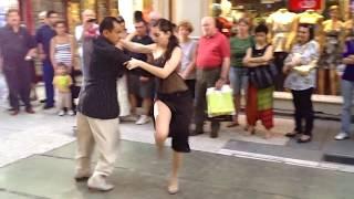 Аргентинское Танго в Буэнос - Айресе. Аргентина. В 2012 году (уличное выступление).