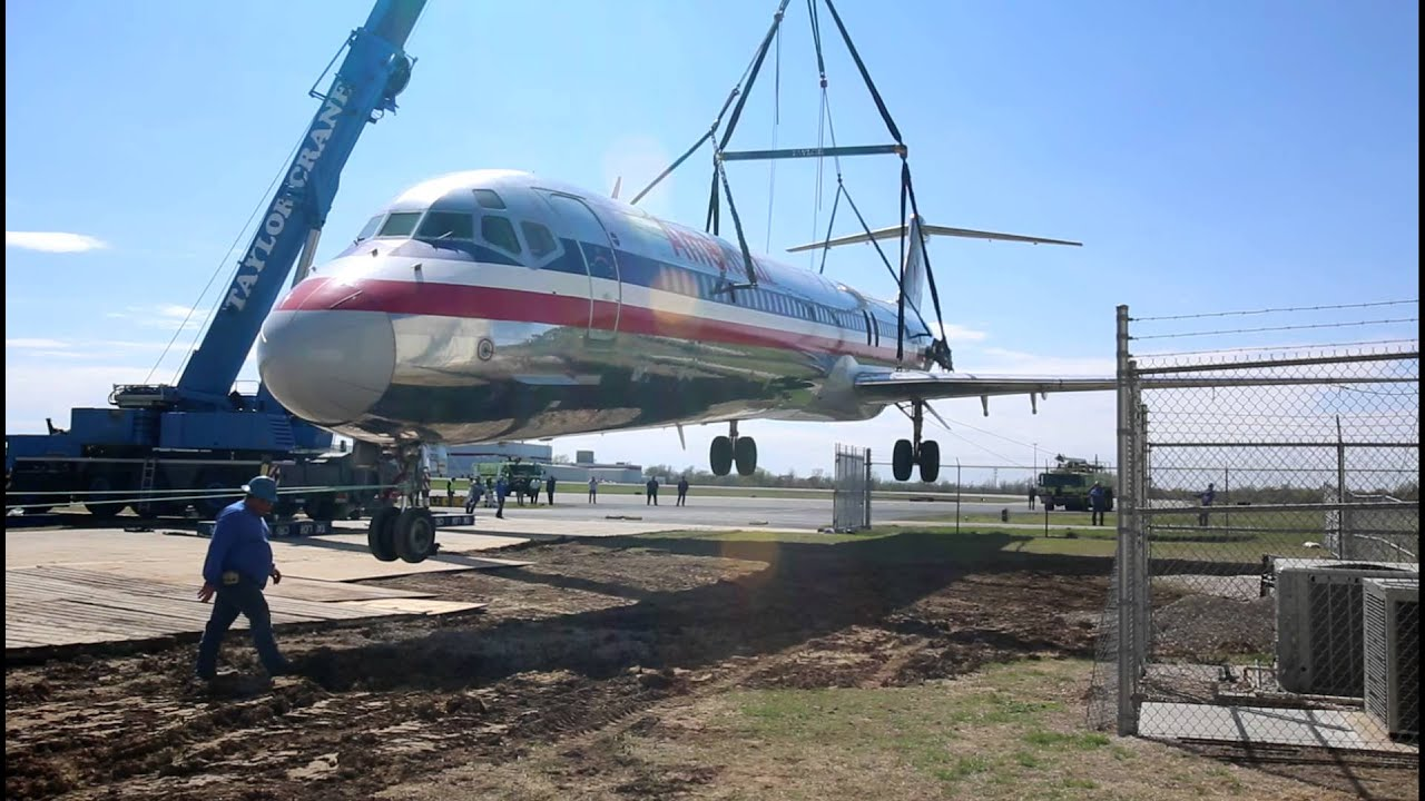 American Airlines Md 80 Crane Lift Day 1 Youtube