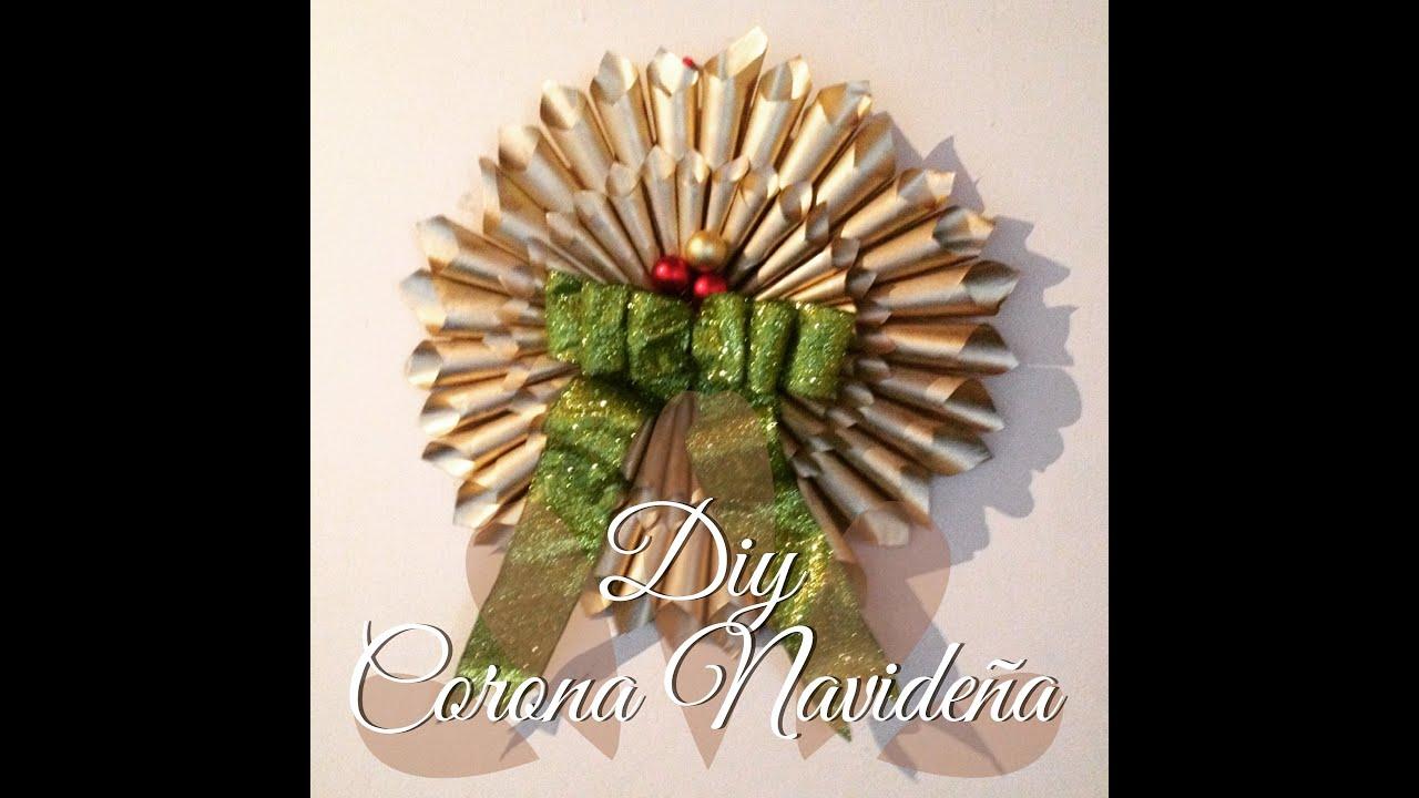 Diy corona navide a con periodico small low cost - Manualidades con papel navidenas ...