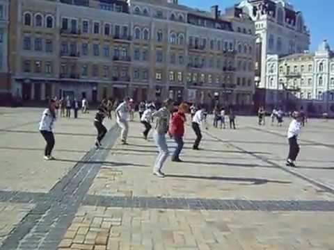 Флешмоб ко Дню Рождения Майкла Джексона  Киев  Софиевская площадь 1