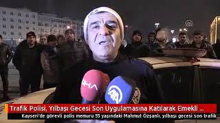 Gambar cover Kayseride 35 yıllık polis memuru , yılbaşı gecesi son trafik uygulamasını yaparak emekli oldu.